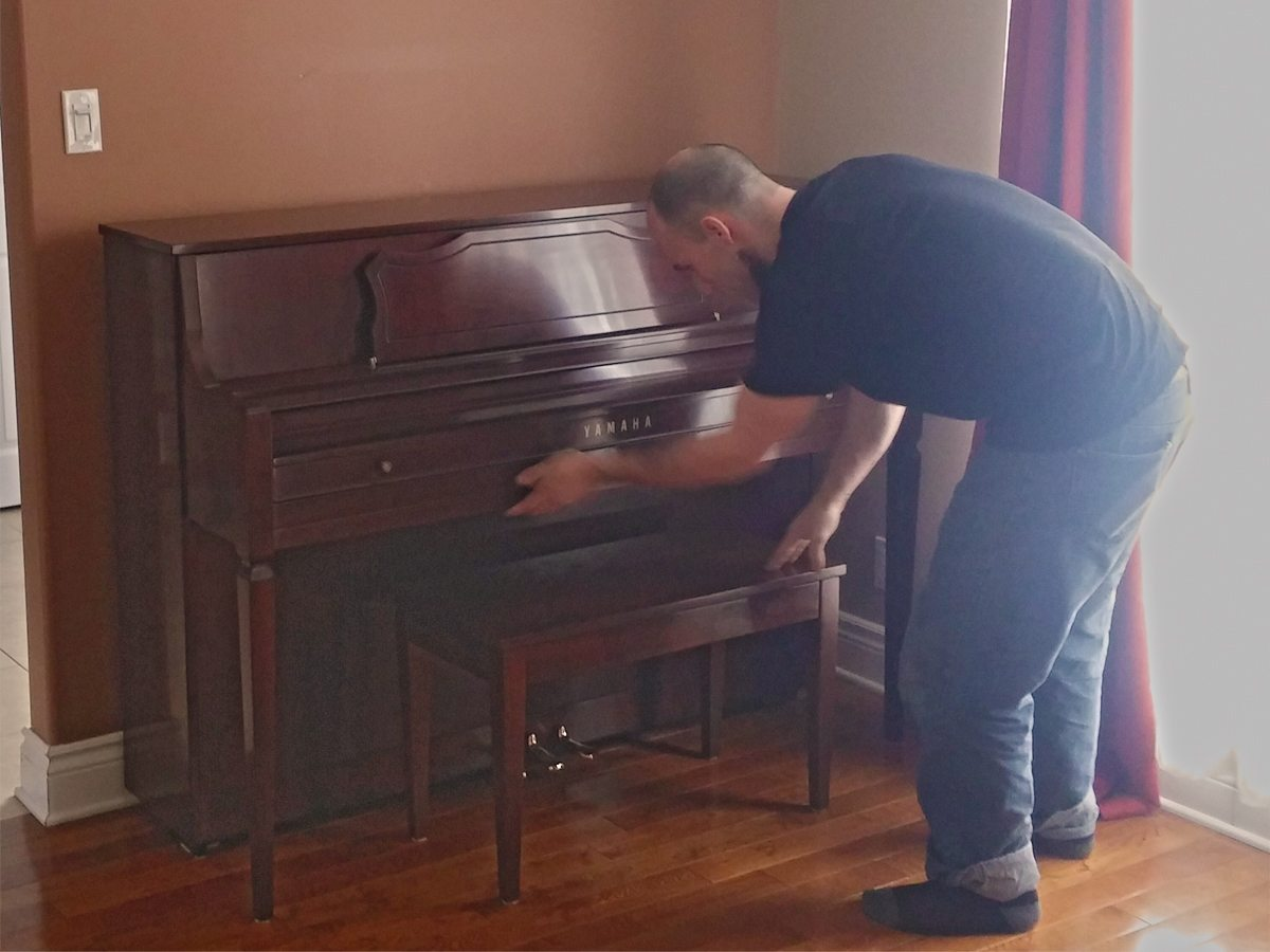 specialized Piano mover performing a Piano moving estimate for a piano move going from montreal to ottawa.